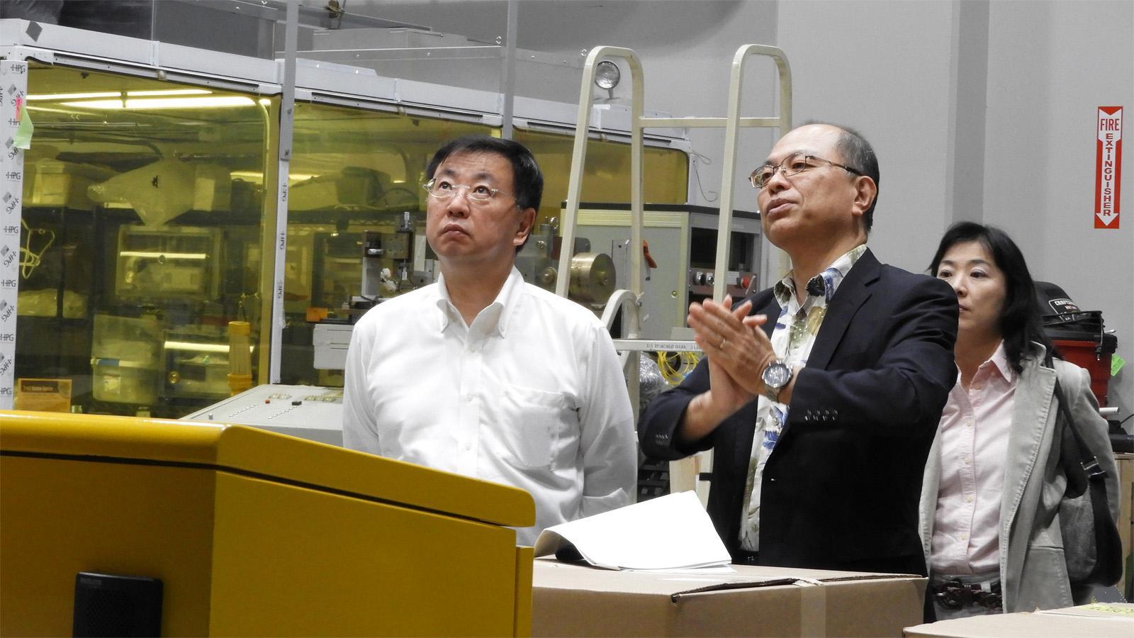 Minister Matsuno Visits Subaru Telescope Figure