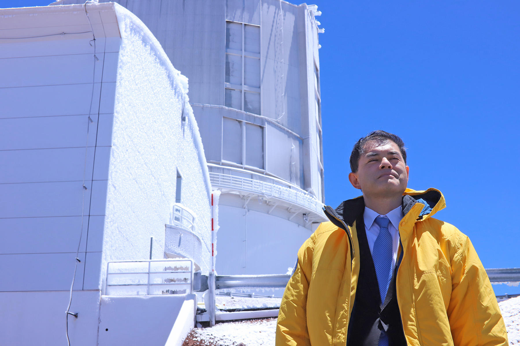 Minister Shibayama Visits Subaru Telescope Figure