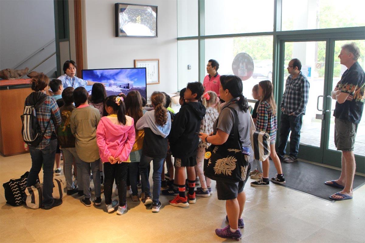 Students of De Silva Elementary School Visit the Base Facility of the Subaru Telescope Figure